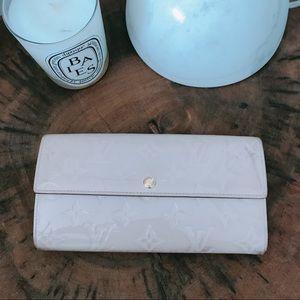 ***Louis Vuitton Vernis Wallet***
